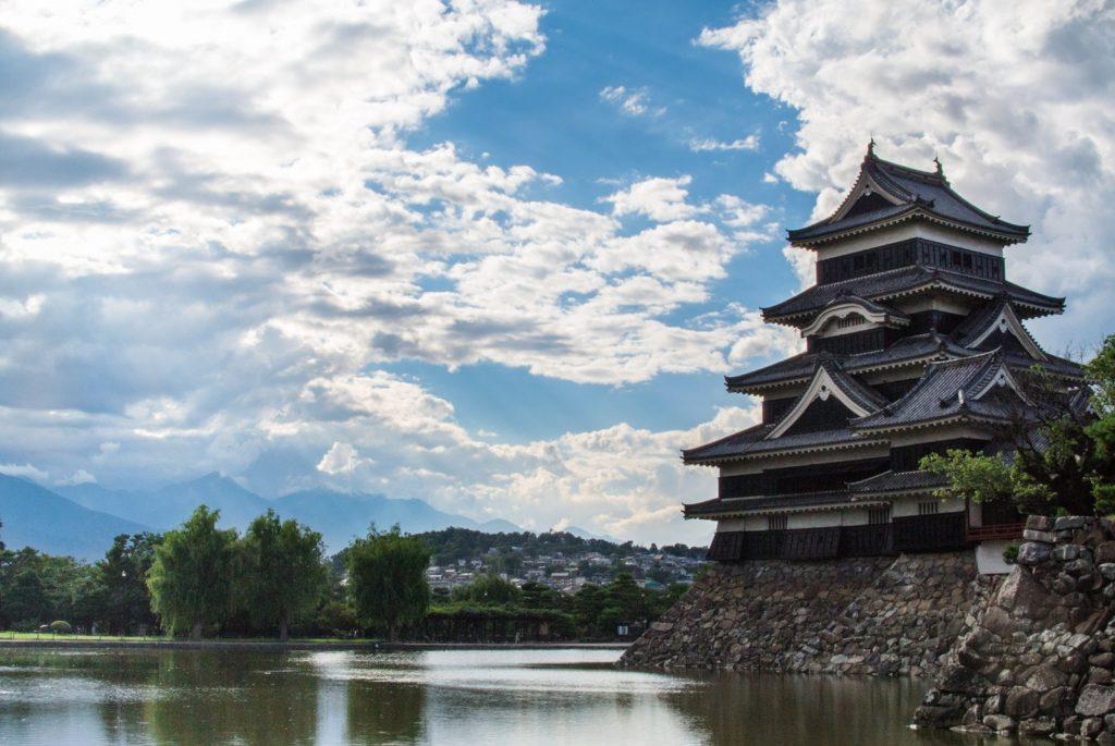 松本城と広いお堀