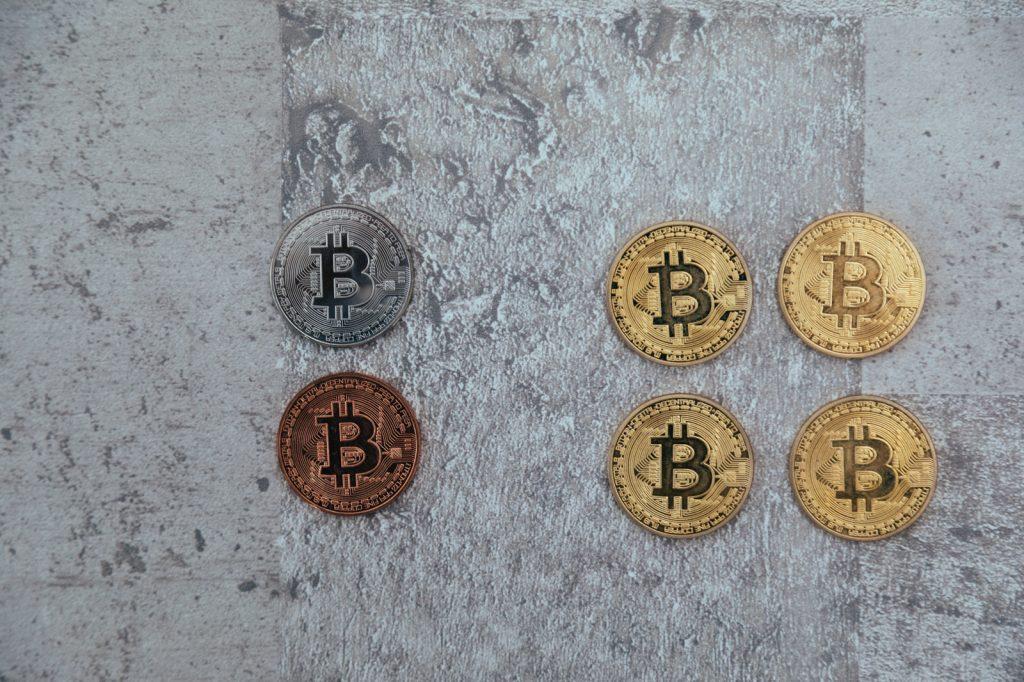 金銀銅の仮想通貨コイン6枚