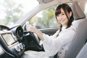 運転しながら微笑んでくれる可愛い彼女