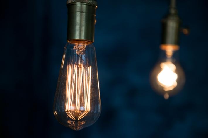やさしい明るさのフィラメント電球