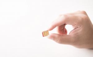 これがSIMカードです(マイクロSIM)