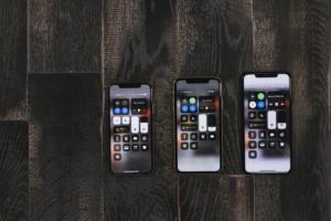 左からiPhoneXS・iPhoneXR・iPhoneXS Max