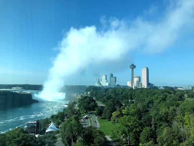 Sheraton on the falls hotelからのナイアガラの滝の眺め
