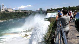 アメリカ側から間近に見られるアメリカ滝
