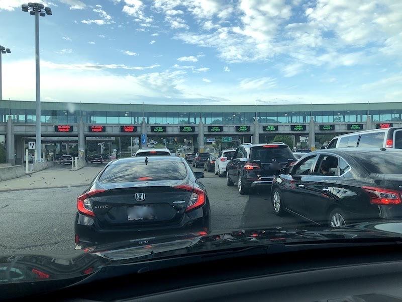 アメリカからカナダへ自動車で入国する時のゲート